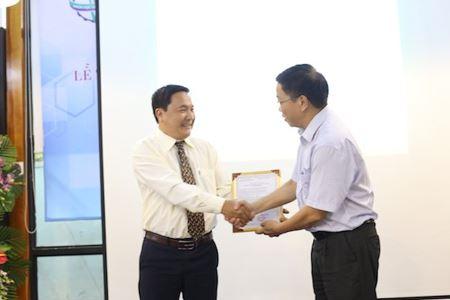 Sở KHCN trao chứng nhận Doanh nghiệp Khoa học và Công nghệ cho Hoàng Linh Biotech